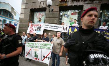 Komuniteti LGBTI marshon për të drejtat e tyre në Kiev të Ukrainës