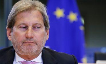 KAMP REFUGJATËSH NË SHQIPËRI? Johannes Hahn kundër: Ballkani, jo parking për emigrantët