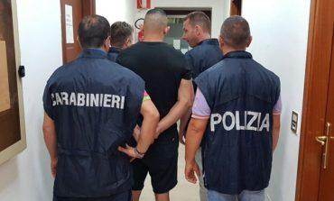 Arrestohet kreu shqiptar i bandës që GRABISTE banesat me armë. Ai kërcënoi dhe plagosi një...