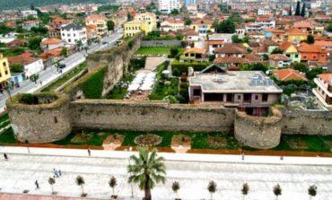 Turizmi një ditor në Elbasan, banorët e kalasë kërkojnë restaurimin e fasadave: Duam që të...