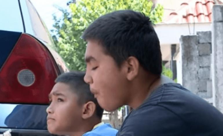 HISTORIA E TRISHTË/ Nxënës i shkëlqyer, por 11 vjeçari mbledh kanaçe për mbijetesë… (VIDEO)