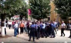 Protestë kundër Ramës në Dibër/ Procedohet deputeti, i PD Xhemal Gjunkshi dhe djali i tij