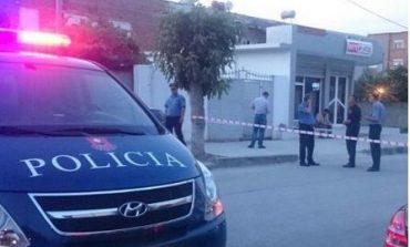 E ruajtën sa e zuri gjumi në parkingun nëntokësor në Tiranë/ Ajo që bënë çoi pas hekurave DY të rinjtë