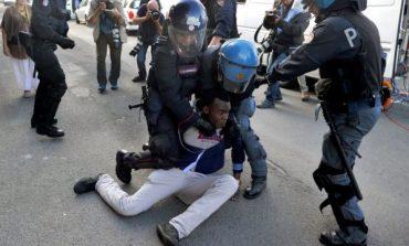 RAPORTI/ Fëmijët emigrantë po dhunohen barabarisht nga policia kufitare në Francë