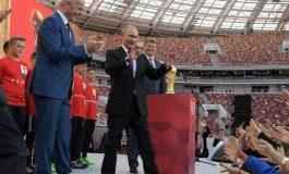 Vladimir Putin flet para gjithë botës: Futbolli na bashkon të gjithëve