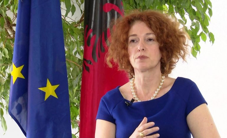 Ambasadorja e BE Vlahutin: Drejtësia e re nuk ka kthim pas, jeni të duruar, do të vijë ndryshimi