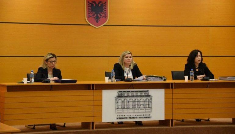 Komisioni i Pavarur i Kualifikimit SHKARKON nga detyra prokurorin Elsion Sadiku, bashkëshortja e tij…