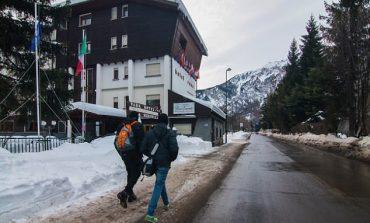 Emigrantët e dëshpëruar u drejtohen Alpeve italiane për të shkuar në Francë