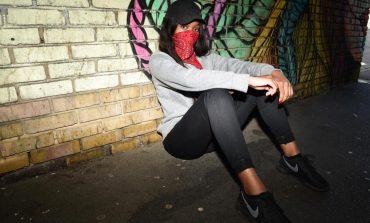 Njiihuni me adoleshentet e armatosura që shpërndajnë drogë nëpër kryeqytet