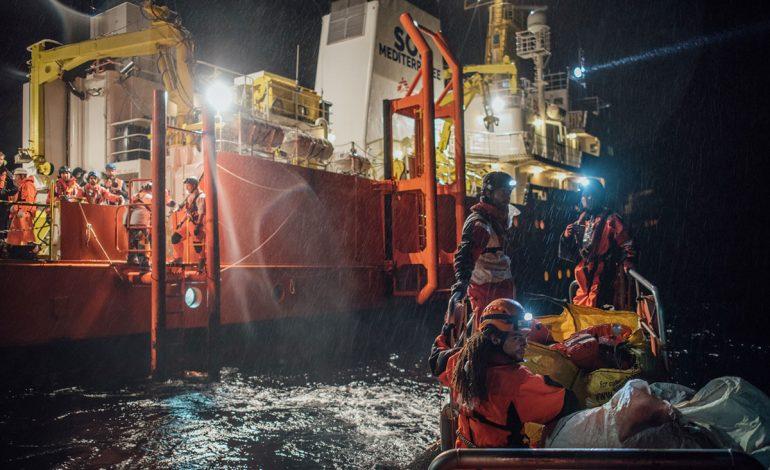 Dhimbje dhe gëzim për punonjësit e OJQ-ve, rrëfime tronditëse nga varkat me emigrantë