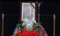 I jepet lamtumira e fundit operatorit të parë shqiptar Ilia Terpinit. Pjesë e homazheve miq dhe kolegë që...