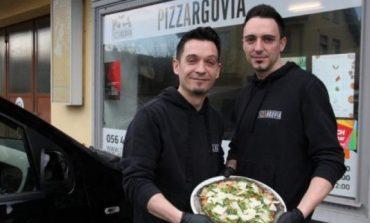 Dy kosovarë shpikin picën e zezë, mahnitet e gjithë Zvicra
