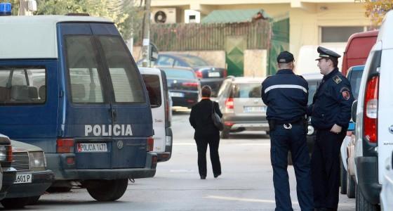 POGRADEC/ Dy persona TË DEHUR shkatërrojnë zyrat e policisë...