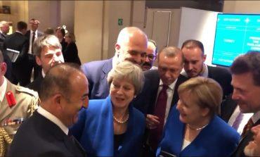 NGA SAMITI/ Rama, Erdogan, Merkel dhe May shohin LIVE ndeshjen dhe ngushëllojnë anglezët... (VIDEO)