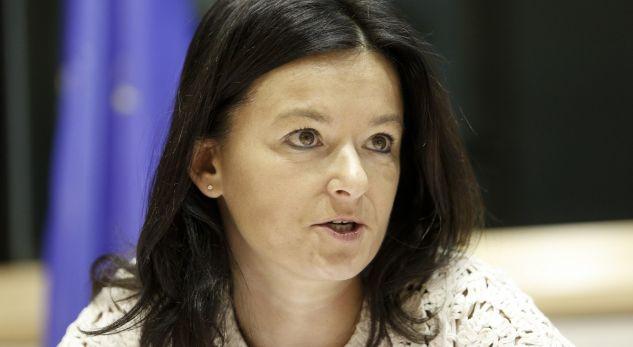 Kur do të dalë raporti i KE-së për vizat? Flet Tanja Fajon: Shpresojë të ndodh para pushimeve