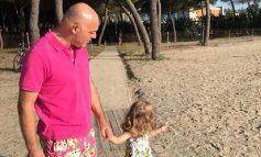 Trendi më i ri duket se e ka kapur dhe Blendi Fevziun! Shikoni çfarë bëjnë ai dhe vajza e vogël (FOTO)