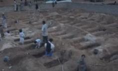SULMI NË AUTOBUSIN E SHKOLLËS/ Djemtë në Jemen shkatërrojnë varrezat e miqve pas sulmit ajror