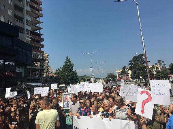 PLUMB VAJZËS DHE GRUAS SË TIJ/ Vëllai i Valbonës: Shteti dhe Policia nuk e mbrojtën motrën