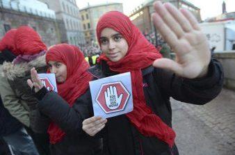 Refuzoi t'i japë dorën intervistuesit në një takim pune, gjykata i jep të drejtë të resë myslimane