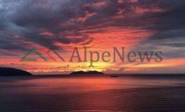 """""""GJIRI I LALËZIT SOT""""/ Pamja e qiellit një MREKULLI. Perëndimi dhe deti... (FOTO)"""