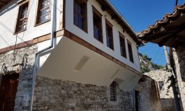 """NDRYSHON """"FYTYRA"""" E MONUMENTIT/ Në Berat ndërhyrjet tek banesat kulturore. Ja si duken (FOTO)"""
