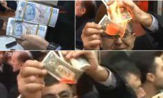 Turqit djegin dollarët, protesta pas thirrjes së presidentit Erdogan