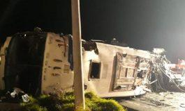 TRAGJEDI NË EKUADOR/ Përmbyset autobusi dhe përplaset me 3 shtëpi, 24 të vdekur