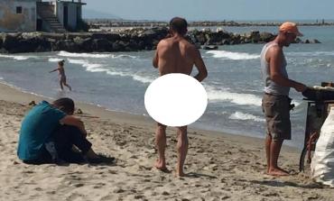 """Kur je në plazh PUBLIK por i """"urren"""" rrobabanjot që ke... (FOTO)"""