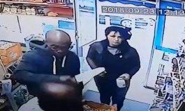 SULM NË BIRMINGAM/ Goditet me thikë këshilltari nga dy agresorë në dyqanin e tij (VIDEO)