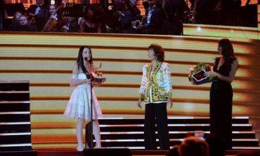 """Triumfon një tjetër shqiptare në muzikë, Ines Neziri rrëmben """"Drerin e Artë"""" në Rumani"""