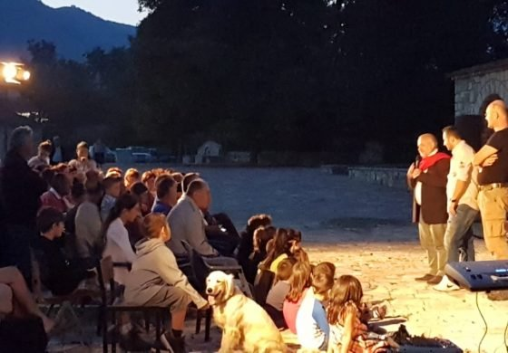 NIVICA RIFITON SHKËLQIMIN/ Artistë spanjollë dhe italianë performojnë shfaqjen e tyre teatrale