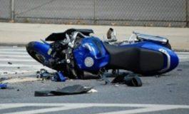 SHMANGET TRAGJEDIA/ 19 vjeçarja përplas me motor këmbësorin, i aksidentuari ndodhet jashtë rrezikut për jetën