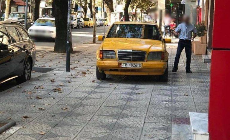 NË TIRANË/ Aty ku TRIMAT parkojnë mbi trotuar! (FOTO)