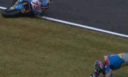 """AKSIDENT I FRIKSHËM në Moto GP/ Motorri përfshihet nga FLAKËT, piloti """"fluturon"""" në ajër (VIDEO)"""