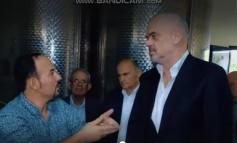 """""""NUK KA PUNË TË LEHTË, SHIF PUNËN TIME… TI ME LLOTO S'MERRESH""""/ Batutat e Kryeministrit në fabrikën e vajit (VIDEO)"""