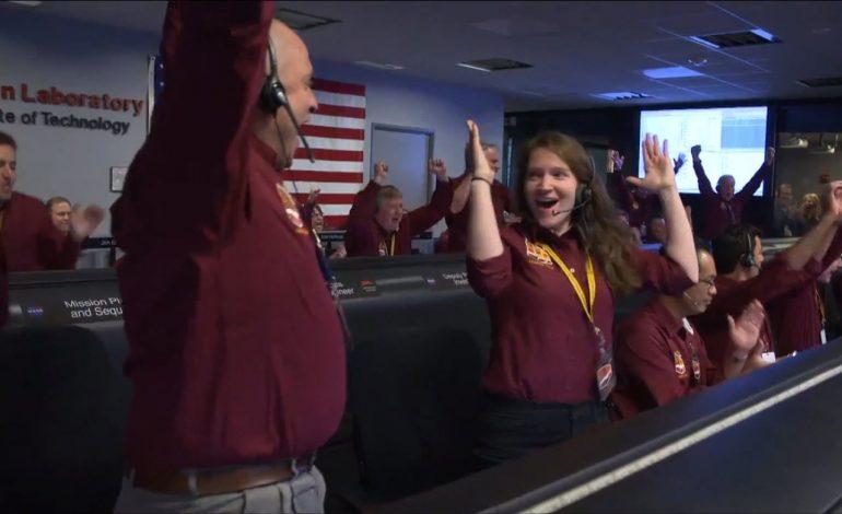 Roboti i dërguar nga NASA mbërrin në Mars pas 7 muajsh/ Dërgon selfie-n e parë (VIDEO)