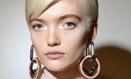 SHKËLQIM DHE NGJYRA/ Provoni makijazhin e pasarelave për të ndriçuar festat tuaja