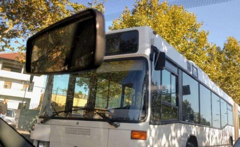 E RËNDË NË KAMËZ/ Autobusi përplas 23-vjeçarin. Shoferi ishte…