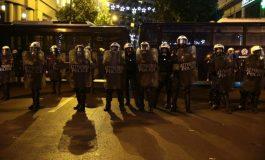 """POLICIA GREKE """"BLINDON"""" ATHINËN/ Arrestohen 19 persona gjatë natës"""