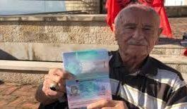 """E PAZAKONTË/ """"Turku"""" bëhet shqiptar në moshën 90-vjeçare. Feston duke... (VIDEO)"""