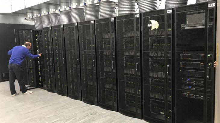 MAKINERIA QË FUNKSIONON SI TRURI NJERËZOR/ Njihuni me superkompjuterin e ri më të fuqishëm në botë