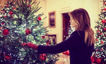 FESTAT E FUNDVITIT/ Melania Trump zbulon pemën e Krishtlindjeve në Shtëpinë e Bardhë (VIDEO)