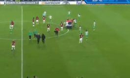 PANIK NË SPANJË/ 'Ylli' i Milanit bie pa ndjenja, ndërpritet dueli në Europa League