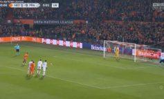 Depay shënon nga penalltia në mënyrë interesante (VIDEO)