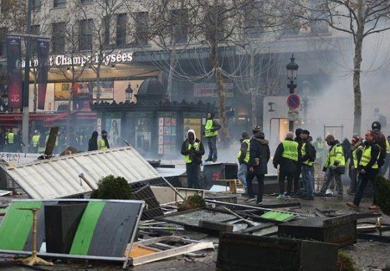 """""""PARISI NË FLAKË""""/ Francezët mbushin rrugët, arrestohen mbi 100 protestues"""
