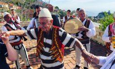 MISIONI U PËRMBUSH/ Turku plotëson ëndrrën, bëhet shqiptar në moshën 90-vjeçare