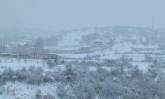E FUNDIT/ Dibër prej 3 ditësh pa energji elektrike në disa fshatra. Shkak i borës