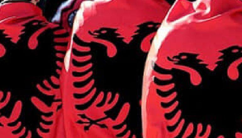 TUBIMI NË GJIROKASTËR PËR SHQIPTARËT E VRARË NË GREQI/ Artan Hoxha zbulon DETAJE: Policia ka…