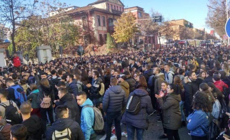 NJOFTIMI/ Studentët: Nesër ka PROTESTË edhe PD, por ne nuk përfshihemi me ta. JO politikë (FOTO)