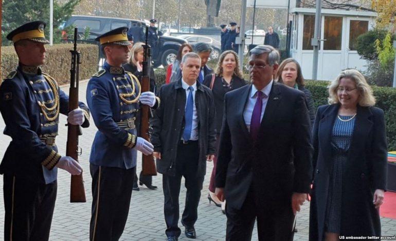 PRO USHTRISË/ Ambasadori amerikan: E natyrshme që Kosova ketë aftësi vetëmbrojtëse
